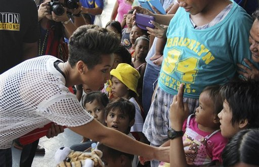 Alicia Keys : Singer Visits Typhoon Victims in The Philippines