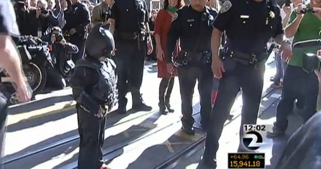Batkid hollywood reactions : Christian Bale and Ben Affleck React to Mini-Caped Crusader