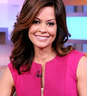 Brooke burke neck scar : Actress Reveals Thyroid Cancer Surgery