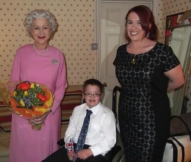Helen Mirren plays queen for young boy : (PHOTO)