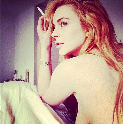 Lohan poses nude Lindsay