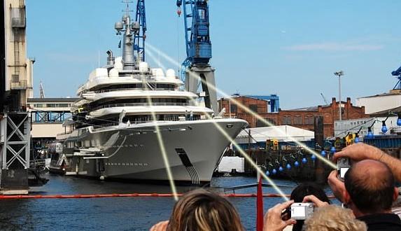 Roman Abramovich : installs anti-paparazzi laser photo shield on Giant Yacht