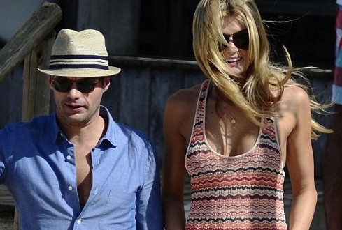 Ryan Seacrest in Uruguay : 'American Idol' host holidays with new girlfriend