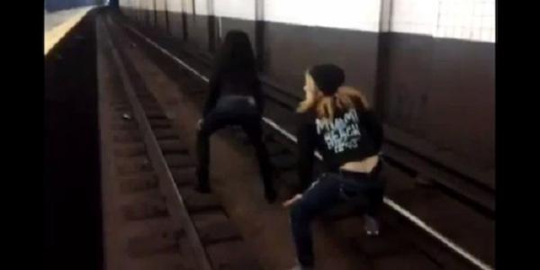 Twerking on Subway Tracks : Two girls twerk in death-defying viral video