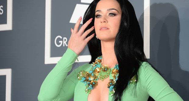 Katy Perry avoiding Rihanna because of Chris Brown : Celebrity feuds