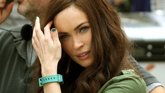 Pregnant Megan Fox Covers Baby Bump on Lunch Date with Brian Austin Green