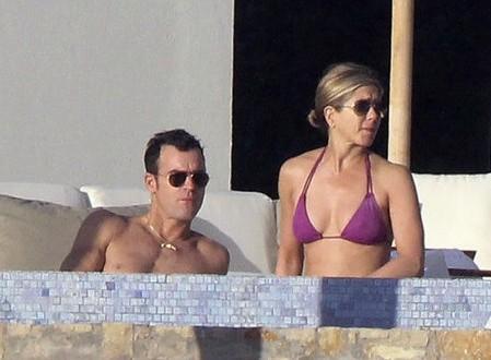 Actress Jennifer Aniston Rocks Bikini in Cabo With Justin Theroux