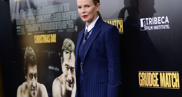 Actress Kim Basinger lands modeling contract