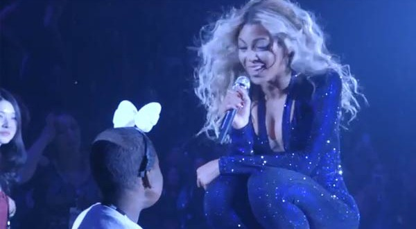 Beyonce Dances with Sick Fan at Las Vegas Concert (VIDEO)