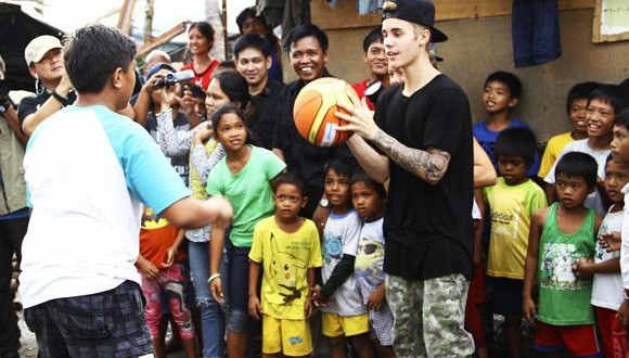 Justin Bieber visits Philippines to meet Typhoon Haiyan victims