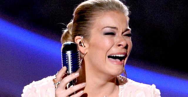 Singer LeAnn Rimes Patsy Cline tribute ACAs 2013 (VIDEO)