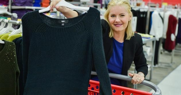 Leafs captain Dion Phaneuf and wife Elisha Cuthbert visit Target store (PHOTO)