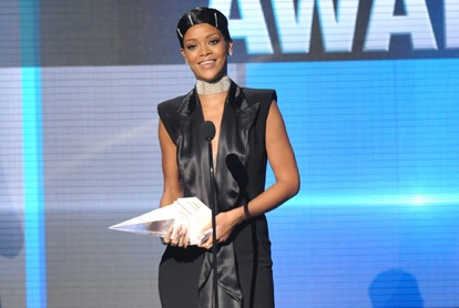 Singer Rihanna honored with AMA's Icon Award