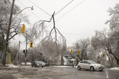 TORONTO : Thousands still without power after ice storm