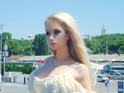 Valeria Lukyanova : Human Barbie Is Repulsed By Kids