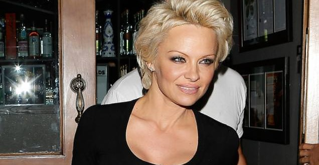 Pamela Anderson ending divorce ?