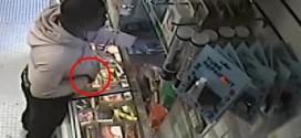Man uses banana to rob store (Video)