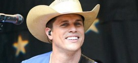 Dustin Lynch : country star injured by flying beer car at live show