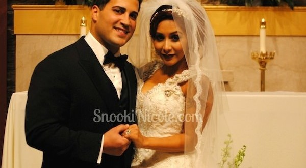"'Snooki' Wedding Dress : 'Jersey Shore' star ""Snooki"" Polizzi Marries Jionni LaValle – See Stunning Wedding Dress!"