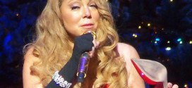 Mariah Carey Christmas Shoe – Video : Singer Cries, Loses Shoe During NYC Concert