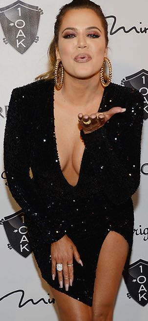 khloe kardashian Black Dress Photo : Star Sizzles In Plunging Mini At 1OAK In Las Vegas