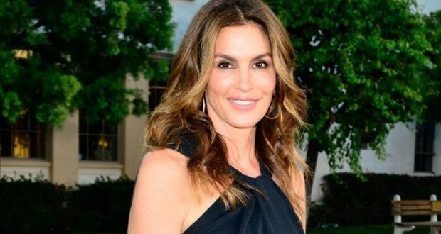 Cindy Crawford : Unretouched photo of model circulates online