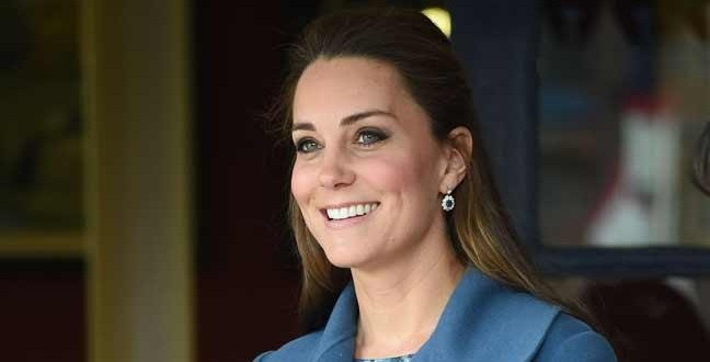 Duchess Kate chooses blue for pottery factory visit (Video)
