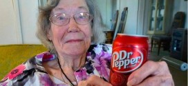 Elizabeth Sullivan : 104-year-old Texas woman drinks 3 Dr Pepper