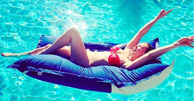 Katherine Heigl's Bikini Body : Actress strips down to her bikini for a poolside snap during family holiday