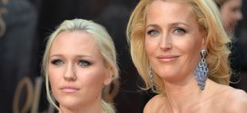 Gillian Anderson Daughter – Video : Actress Has a Stunning Look-Alike in Her 20-Yr-Old Daughter, Piper