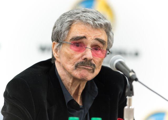 Burt Reynolds : Actor Cuts A Frail Figure At Fan Event ... | 639 x 458 jpeg 28kB