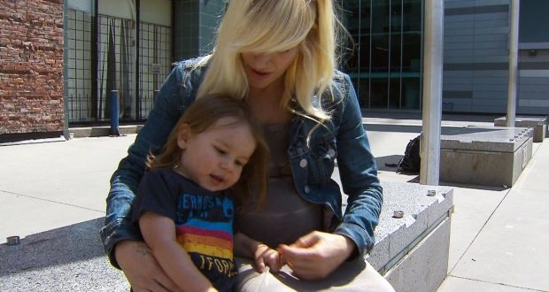 Crying Toddler Kicked Off Flight? Sarah Blackwood, 'Walk Off The Earth Singer', Kicked Off Plane Over Crying Baby