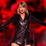 Taylor Swift Donates $15000 to Car Crash Victims