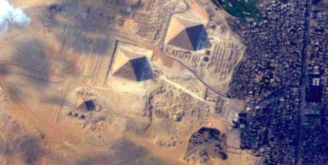 Terry Virts Photos : These Astronaut Photos of the Great Pyramids & Earth Are Simply Breathtaking