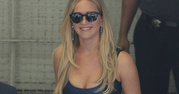 Jennifer Lawrence : Actress Flaunts Legs In Sexy Blue Slit Dress At Comic-Con (Photo)
