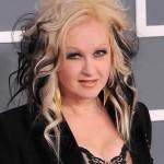 Cyndi Lauper : Singer Reveals Extreme Psoriasis Battle