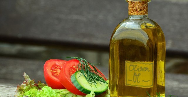 Olive Oil Significantly Cuts Breast Cancer Risk, Suggests Study