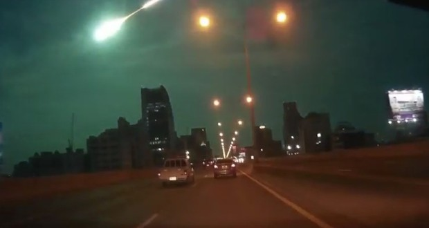 Green fireball explodes over Bangkok (Video)