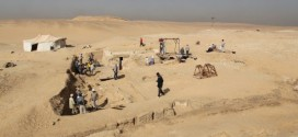 Ancient Egyptian boat discovered near pyramids, Scientists say