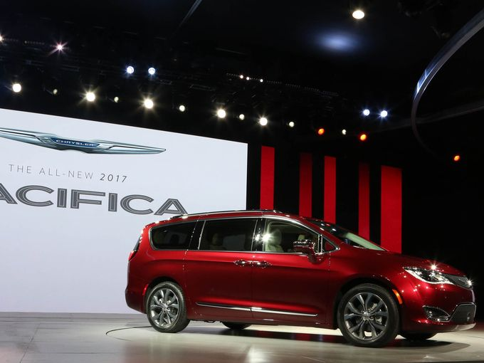 2017 chrysler pacifica minivan starts at 45740 report canada journal news of the world. Black Bedroom Furniture Sets. Home Design Ideas