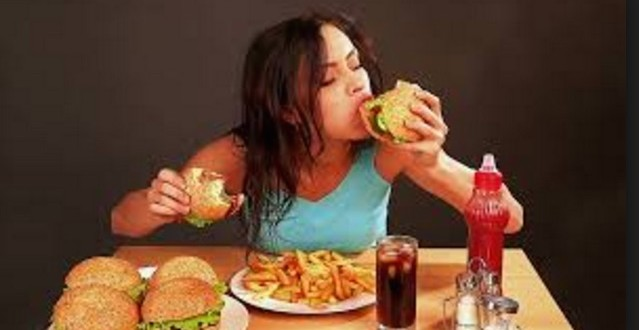 Lack of sleep increases junk food cravings says research