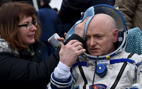 astronaut returns after one year in space - photo #1