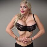 Woman removes six ribs to shrink waist size (Video)