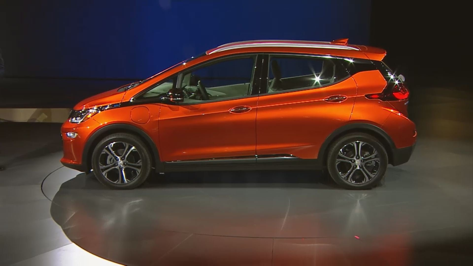 2017 chevrolet bolt ev electric car to enter production in october video canada journal. Black Bedroom Furniture Sets. Home Design Ideas
