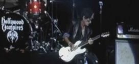 Guitarist Joe Perry collapses on stage during performance (Video)