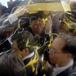Hwang Kyo-ahn: South Korean prime minister pelted with eggs by protesters