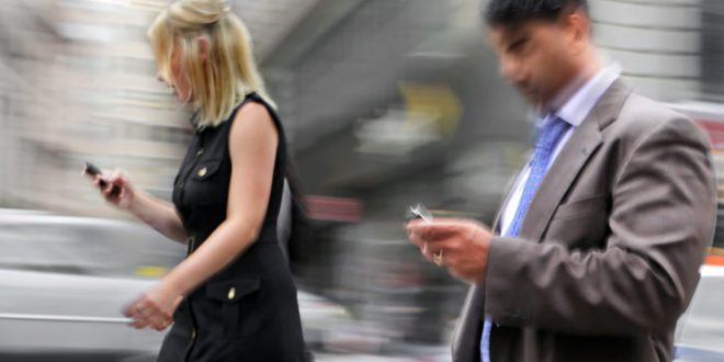 Toronto can ban texting while walking, Report