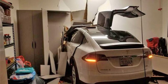 "South Korean singer sues Tesla for ""sudden acceleration"" accident"