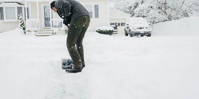 Snow shoveling increases risk of heart attack in men, says new study