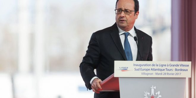 Police marksman accidentally injures two at Francois Hollande speech (Video)